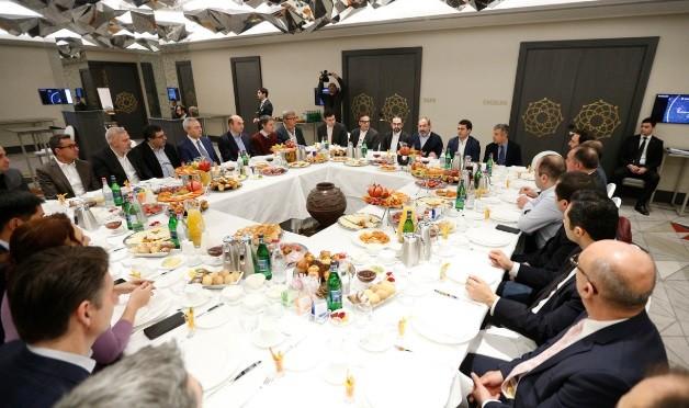 Никол Пашинян провел рабочий завтрак с представителями сферы ИТ