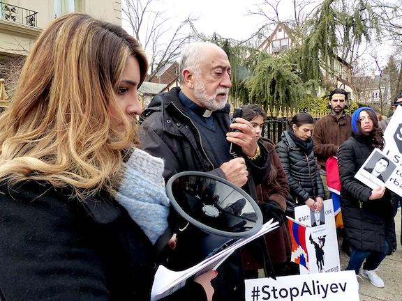 Акция протеста у посольства Азербайджана в Вашингтоне