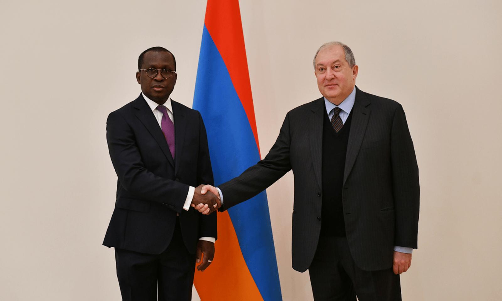 Посол Буркина-Фасо Антуан Сома  вручил верительные грамоты Армену Саргсяну. ВИДЕО