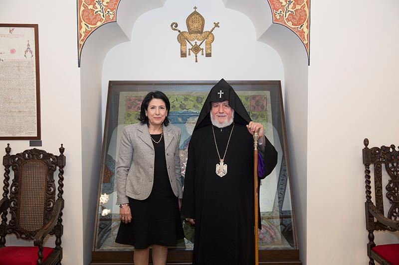 Ամենայն Հայոց Կաթողիկոսը Մայր Աթոռ Սուրբ Էջմիածնում հյուրընկալեց  Վրաստանի նախագահ Սալոմե Զուրաբիշվիլիին