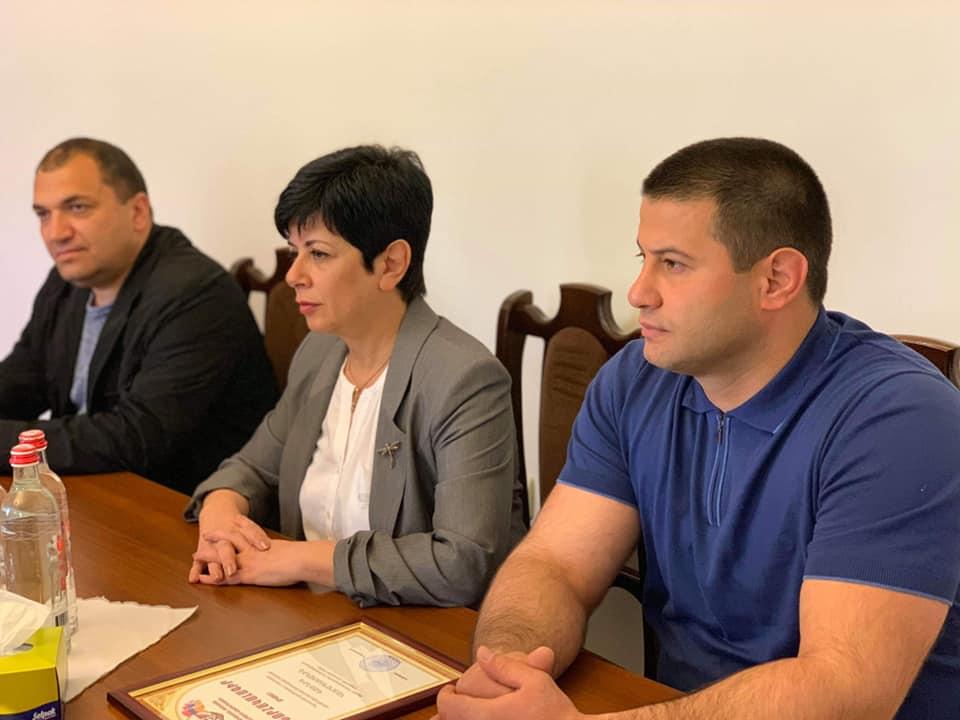 Բակո Սահակյանը և Նարինե Աղաբալյանը հանդիպել են քիք-բոքսինգի մարզիչների հետ