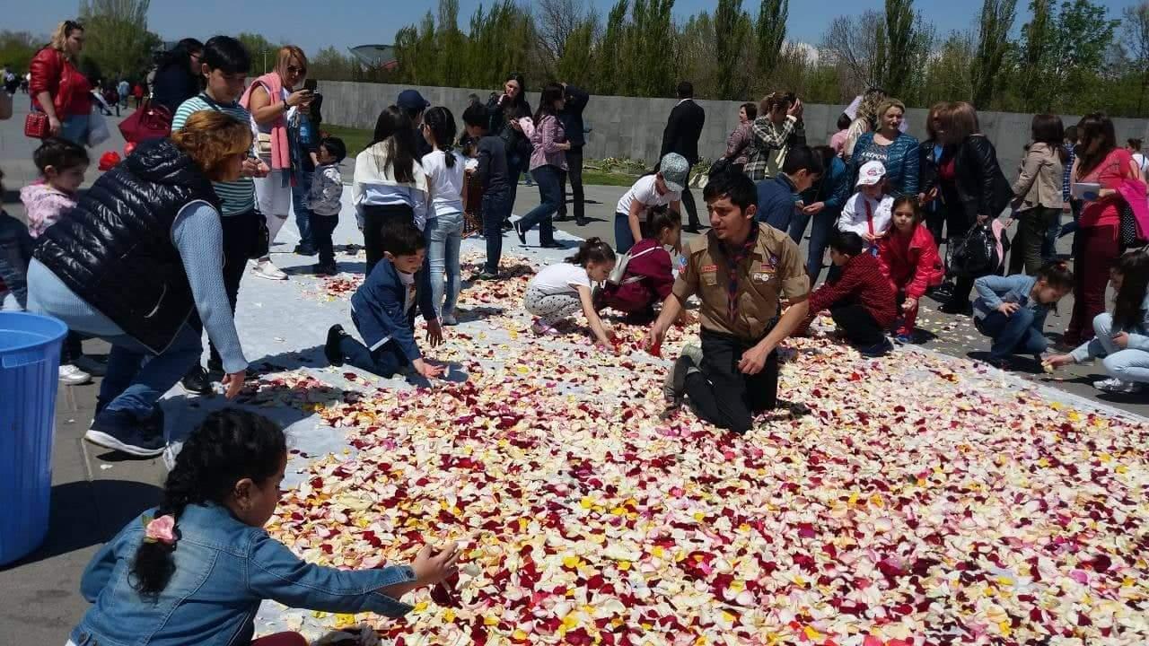 Цветы из Цицернакаберда никогда не оказываются в мусорных баках
