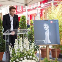В Париже отметили 95-летний юбилей Шарля Азнавура. Фоторяд