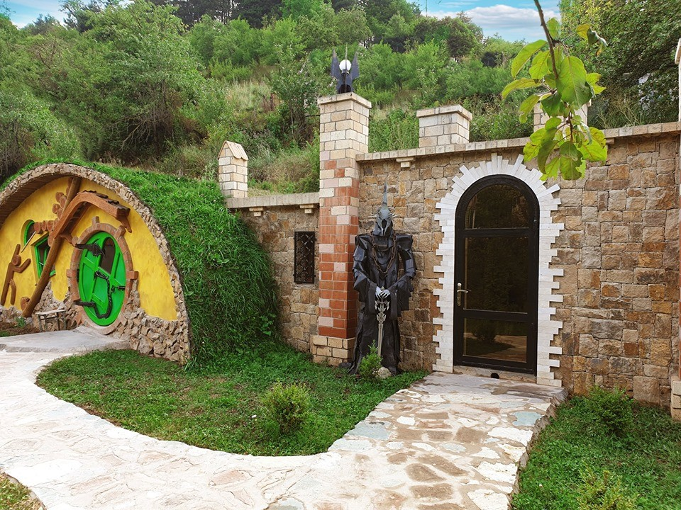 """В Дилижане открылся новый гостевой дом """"Hobbit House"""""""