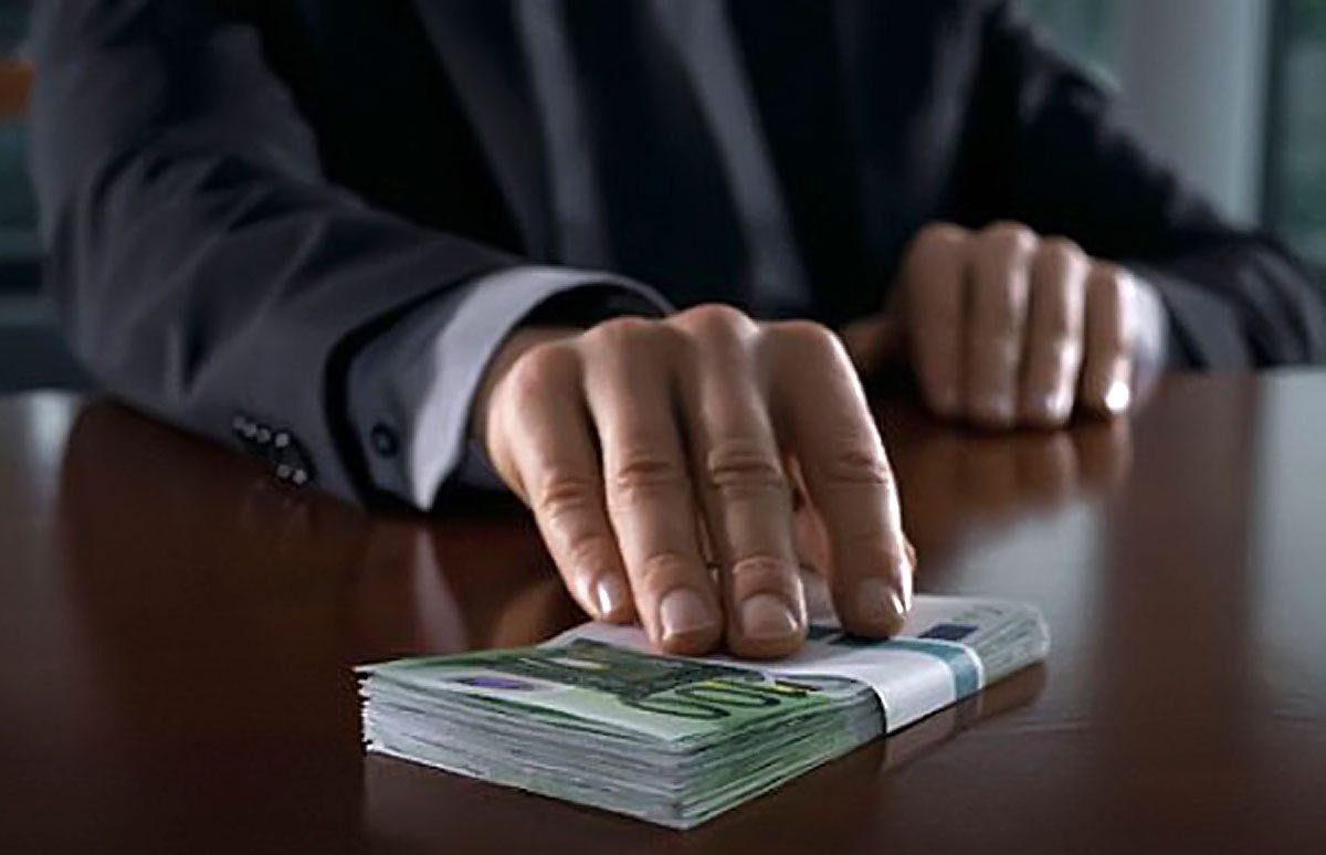 Ավագ դատաազը մեղադրվում է խոշոր չափերի կաշառք ստանալու համար