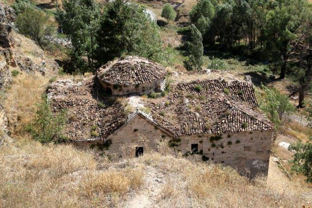 tugay_icerisindeki_ermeni_kilisesi_restore_12343453_o