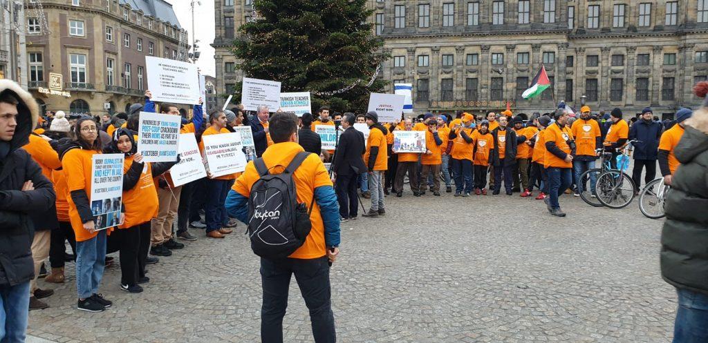 fetoden_hollandada_turkiye_karsiti_protesto_5121_dhaphoto1_1024x497
