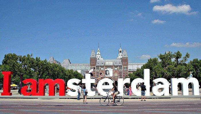 z21243766V,Napis-w-Amsterdamie