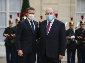 Президент Франции Эмманюэль Макрон на пресс-конференции в Риге
