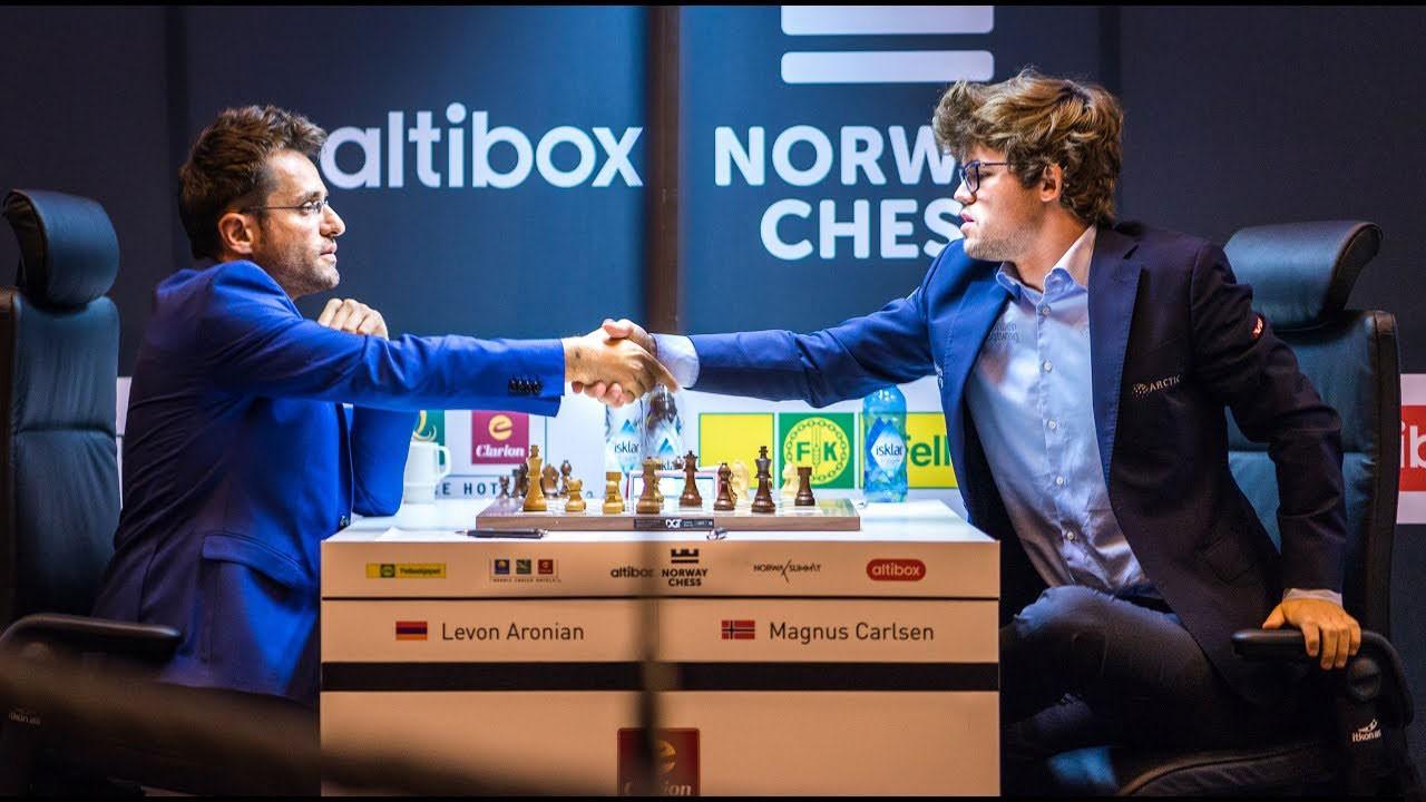 Aronian-defeats-Carlsen